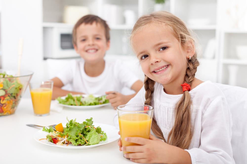 estimular o seu filho a comer alimentos saudáveis