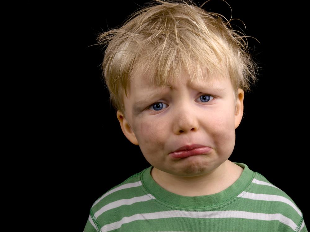 filho chora para entrar na escola